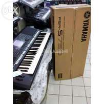 Yamaha PSR-S750 Brand New with 1 Year Warranty !