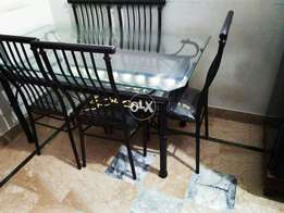 6 persons dyning table new condition