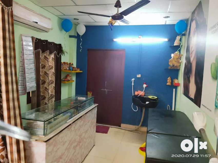 Running Ladies Beauty Parlour For Sale Health Beauty 1591110729