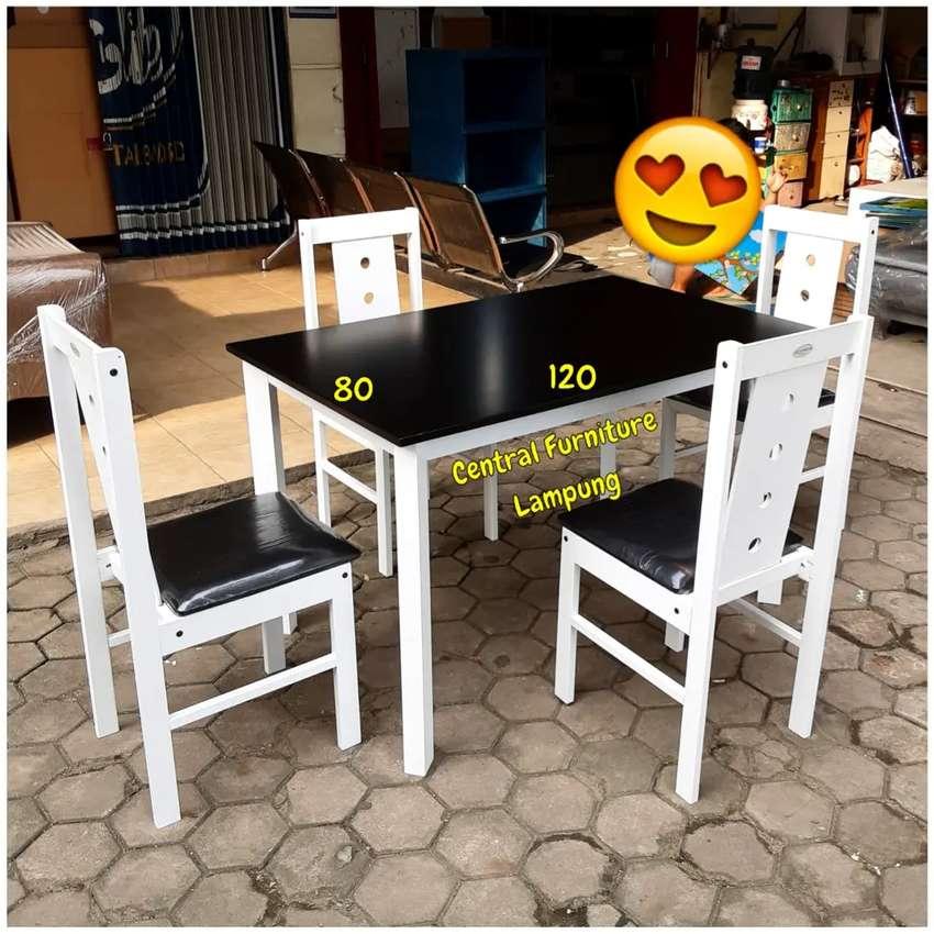 Meja Makan Kayu Minimalis 4 Kursi Putih Kombinasi Hitam Perlengkapan Rumah 816376239