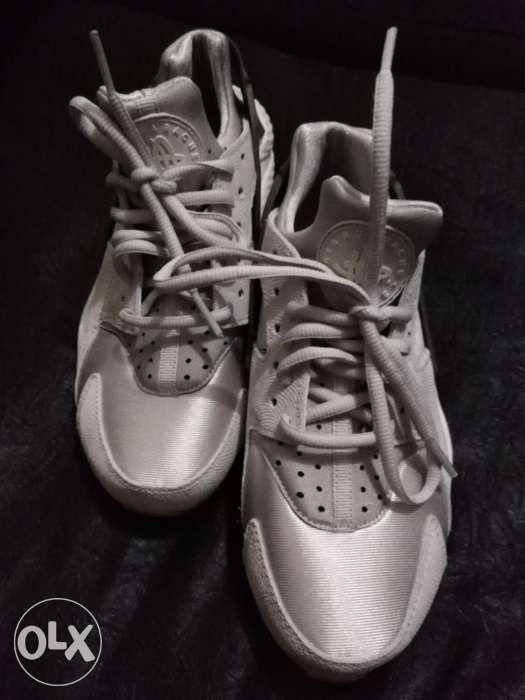 4cafd5c325b Nike air huarache womens size 7us in Quezon City