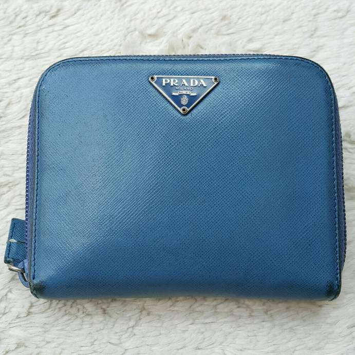 Dompet import eks PRADA Milano made in Italy ad no seri zipper lampo ... 0a5cb9bc89