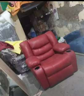 Recliner Used Sofa & Dining for sale in Byculla   OLX