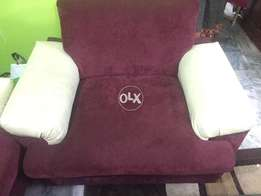 Beautiful 5 seater sofa ,goncondition colour : Maroon and off white