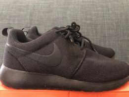 separation shoes 9fbf8 fddf4 Pre loved Nike Roshe Run Triple Black Size 6 W