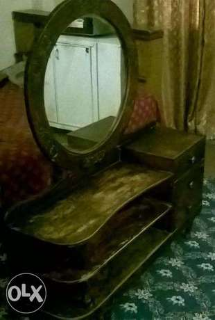 Dressing Table strong wood Round Mirror