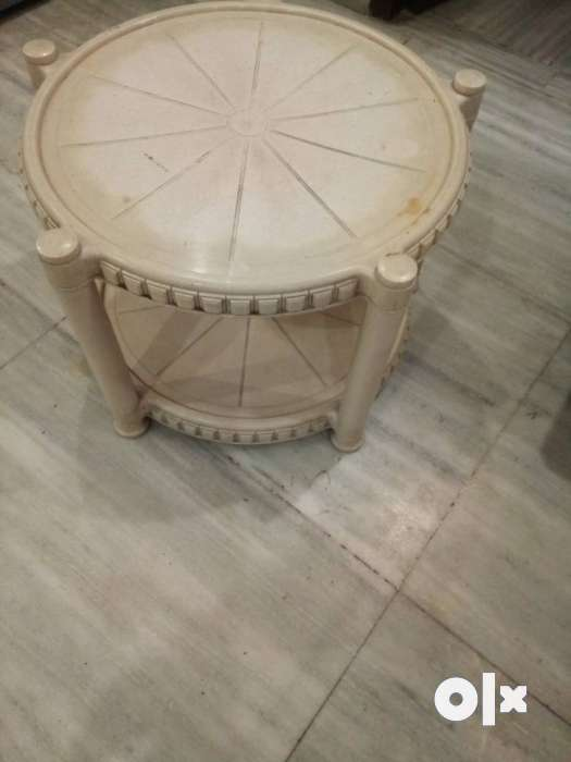 Round Brown Wooden Side Table Delhi Furniture Dwarka  : images1000x700inslot1filenameowri12awlknu1 IN from www.olx.in size 525 x 700 jpeg 23kB
