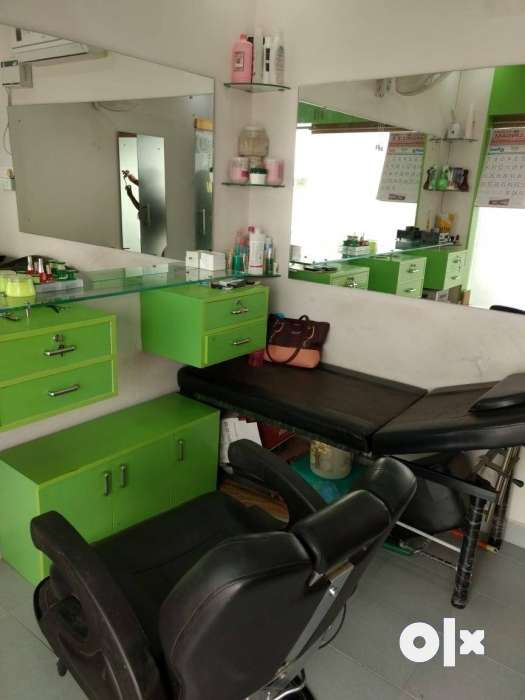Ladies Beauty Parlour Other Household Items 1286939607