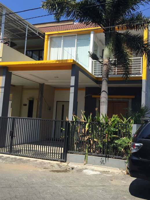 Dikontrakkan Rumah 2lt  Full Furnish, 4 AC & Kitchen Set, Meja Makan