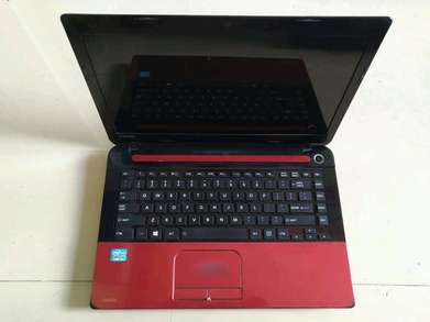 Leptop Toshiba Satelitte C40-A Core i3 2/500GB 14 inchi