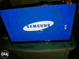 Samsung led 32 inches with smart tv box