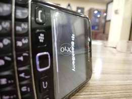 Black berry bold 5 touch and type immaculate condition