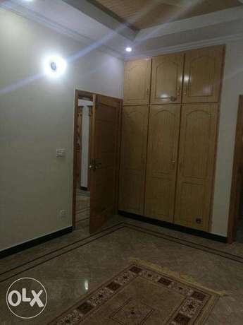 Upper portion for rent in g13 size 40.80