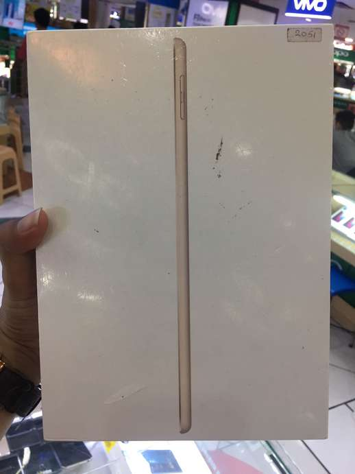 New iPad 5th wifi 128GB gold Semarang