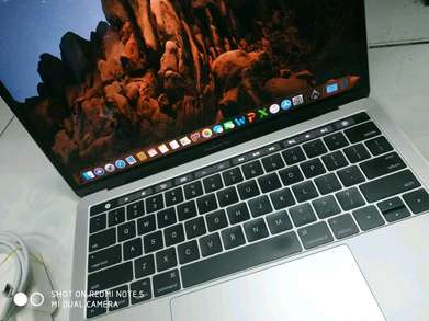 Macbook Pro retina 13 touchbar Mulus dan normal