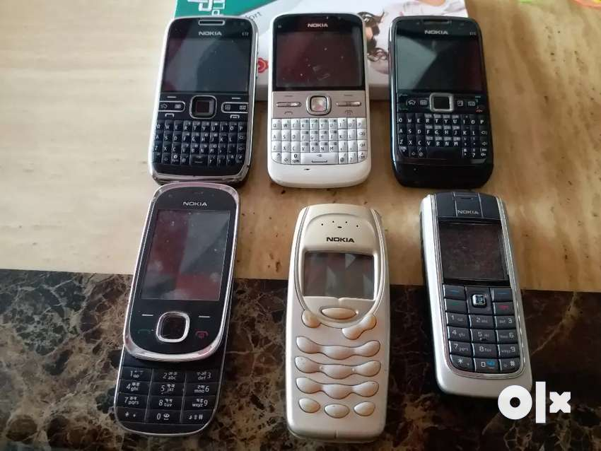 Old Antique Mobile Phones In Working