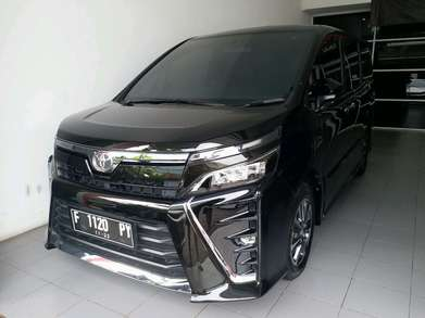 Toyota Voxy 2.0 AT thn 2017 LOW KM!