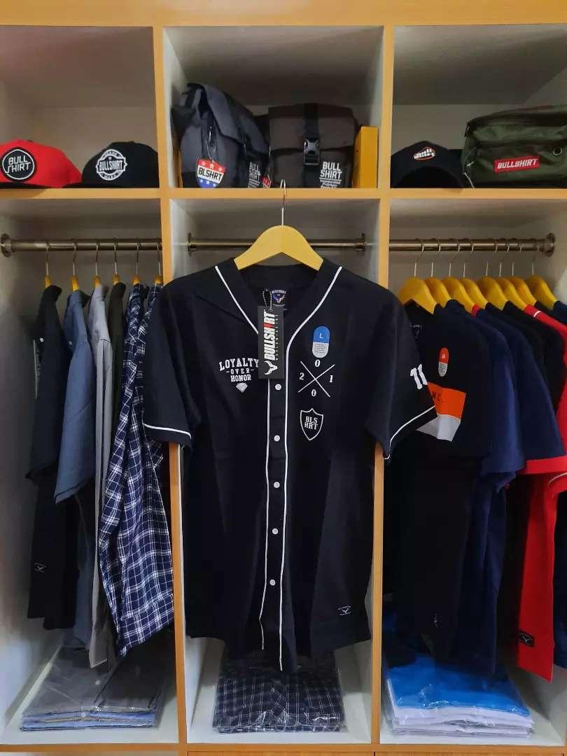 4 Trik Beli Baju Distro Original - Harga Terbaru April 2021 Murah