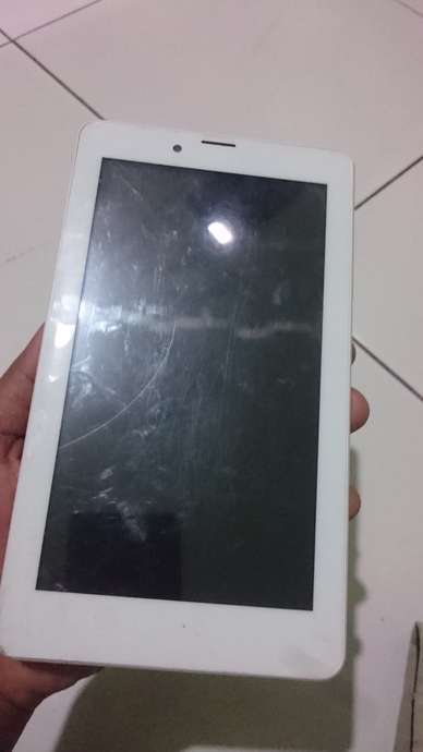 cari tablet evercoss at1a pecah