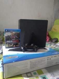 Sony Playstation 4 Slim 500GB Extra Controller dan game PES 2019