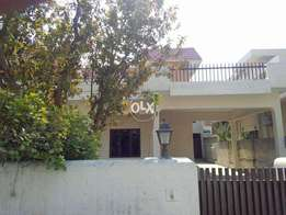 1.5 kanal old house for rent in cavalry ground
