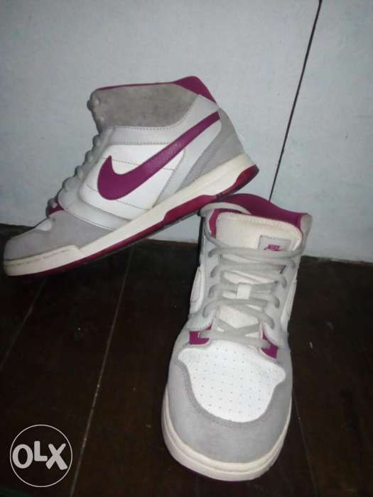 check out 11e53 45f72 Authentic Rare colorway Nike SB dunk in magenta size 7 US from Canada ...