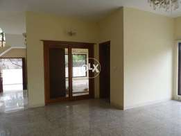 F-10/3,Beautiful House For Sale 555 Yards 6 bed two kitchen d d lounge