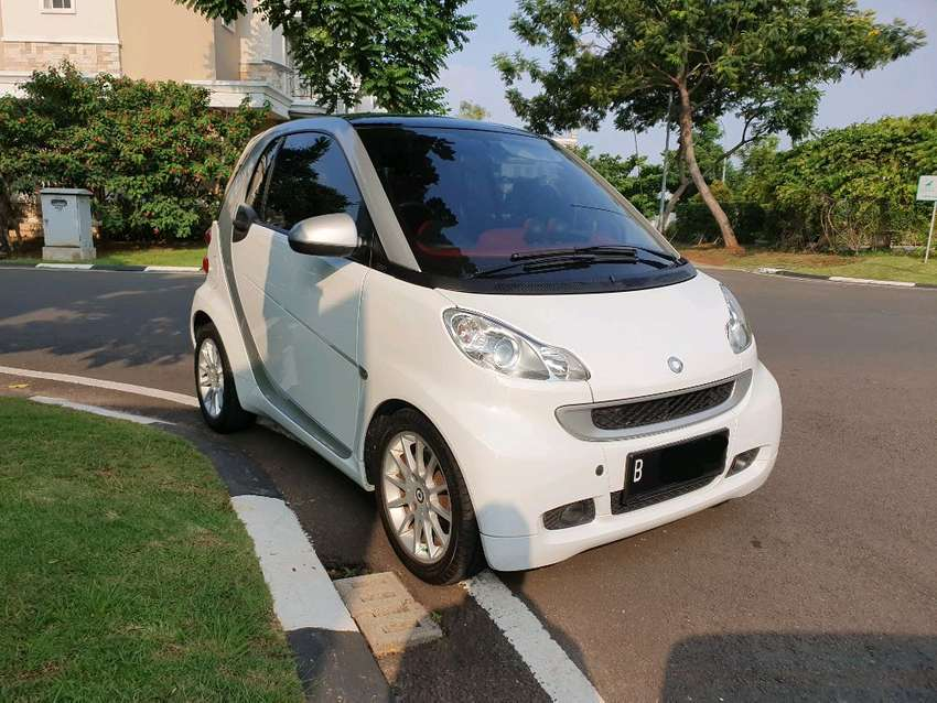 Mercedes Smart Car >> Smart Fortwo White On Red 2011 Mercy Mercedes Benz Coupe