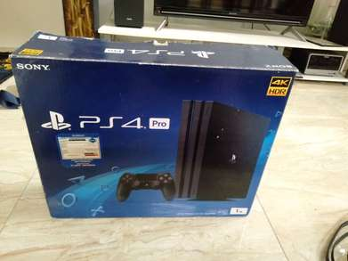 Di jual PS 4 pro lengkap banyak bonus game mahal, good condition