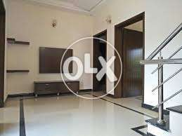 F11-3 Out Class 666 Square YArd Upper Portion 3Bed DD TVL Parking SQ_\