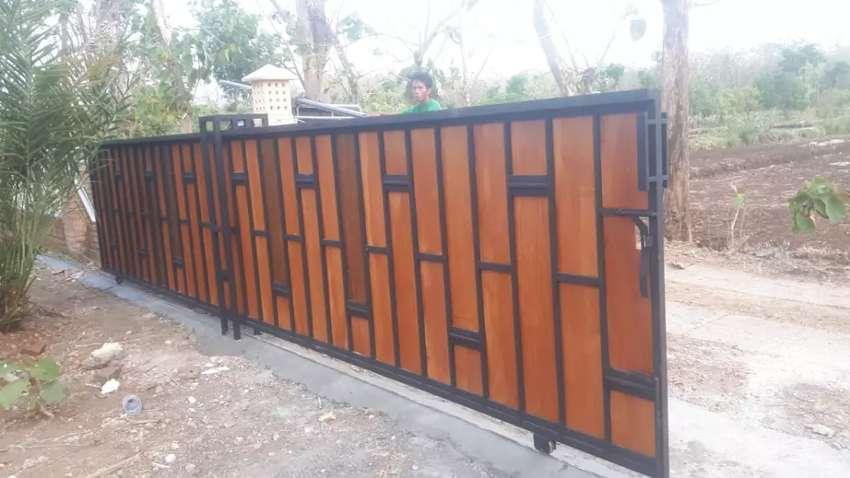 Pintu Pagar Minimalis Modern Kombinasi Woodplank Kayu - Konstruksi Dan  Taman - 805422041