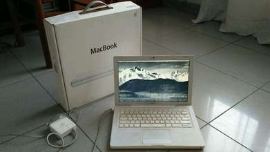 MacBook 13 inch mid 2007 White Putih