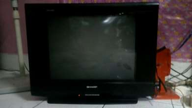 jual tv 21 inc sharp slim bagus normal hrg 450 rb