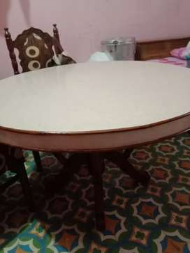 Round dinning table with 6 chairs and in good condition