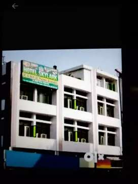 Triple story building area 2700sq ft available for rent.