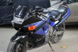 Heavy sports bike Kawasaki Ninja ZZR 400cc in stock condition!