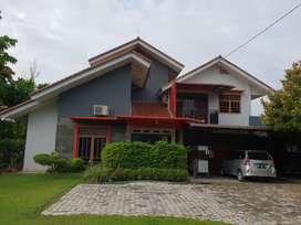 Dijual rumah dengan halaman luas di Jalan Pramuka Rumbai