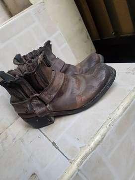 Sepatu kulit young age