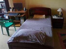 2x Single beds with side tables