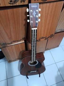 Gitar akustik auto