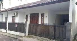 Rumah Barat Hotel Zest Timoho,dkt Balaikota,Tengah Kota Jogja