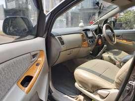 Mobil Innova 2009 type E warna hitam mesin bagus and body mulus
