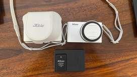 like new Nikon J1 with 10-45mm lense