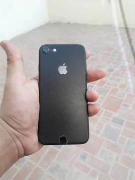 iPhone 7 Black 128GB with Box Charger and 83% Battery Health