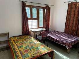 PG room for girls only in Mahanagar