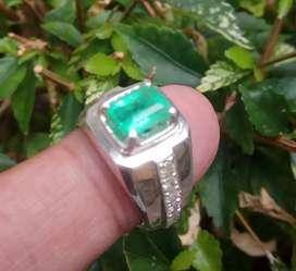 Cincin Zamrut dan Berlian