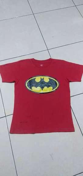 Preloved Baju Kaos Karakter Anak Batman Merah. Sz 6T-9T. Adem nyaman.