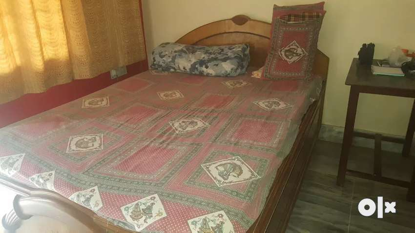 King size bed with good quality wood with mattress 0