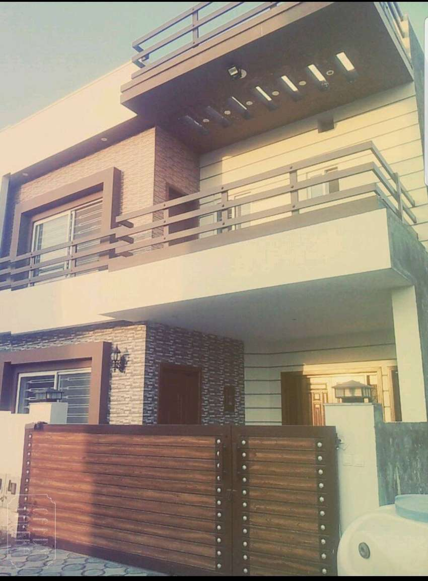 8 marla house with 5 bed 5 bath (No property dealer) 0