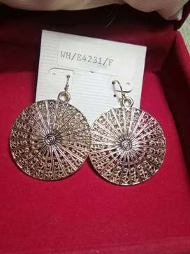 High Quality Fashionable set of Earrings.